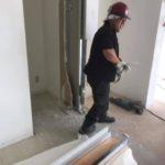 解体業者による壁の撤去。新会堂DIY記3